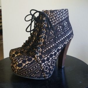 Ankle Bootie with black lace.